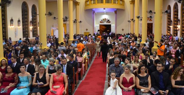 Faculdade Católica celebra missa de Colação 2015.2