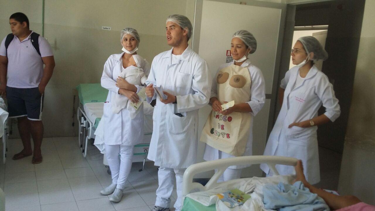 Acadêmicos realizam Educação e Saúde sobre o aleitamento materno