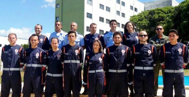 Egressos participam de curso de tripulante aeromédico