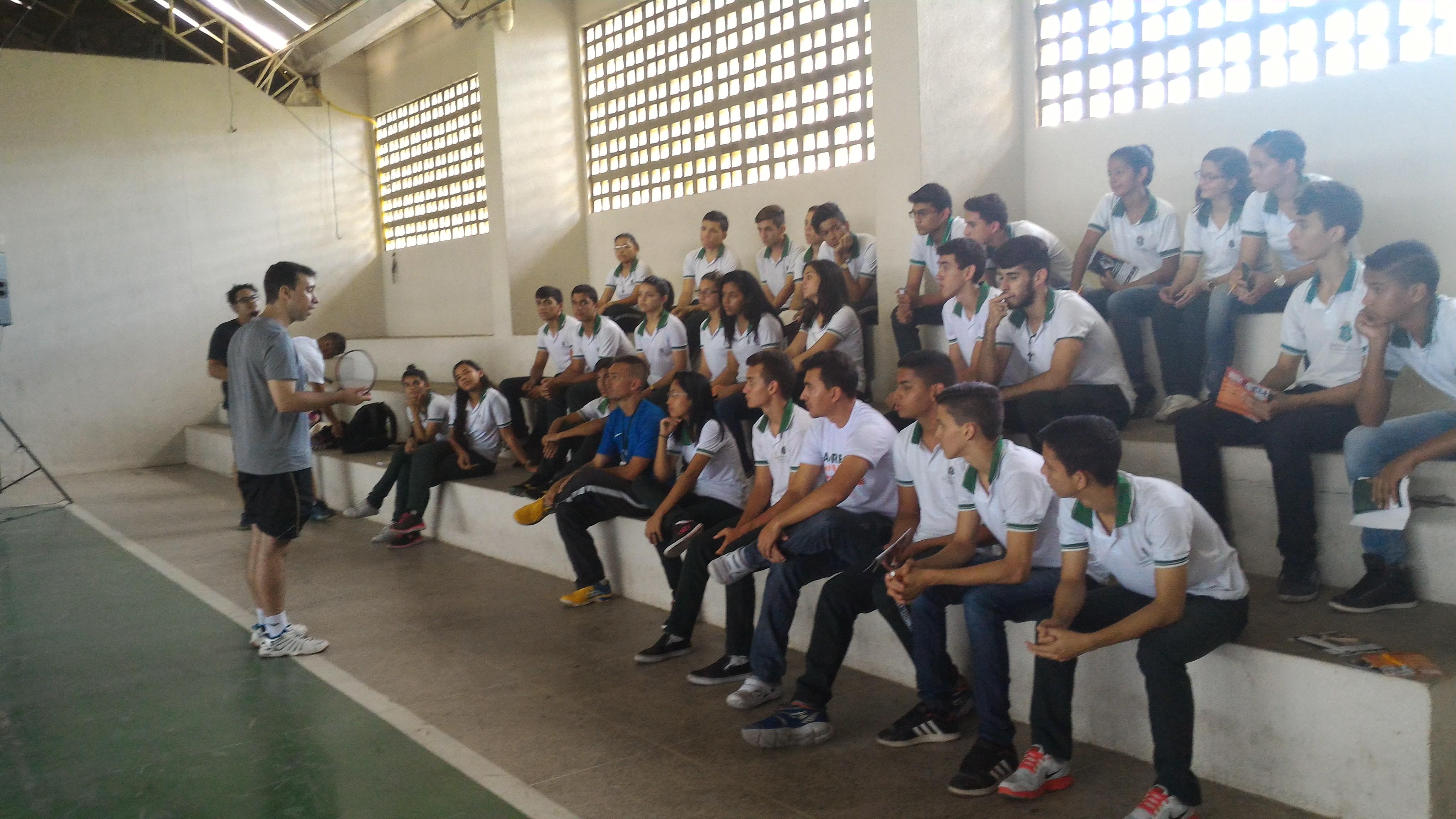 UNICATÓLICA realiza oficina de Badminton na Escola Profissional de Quixeramobim
