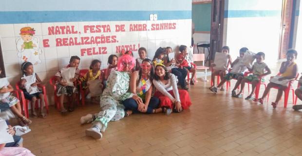 """Projetos """"Overdose da Alegria"""" e """"Farmácia Solidária"""" em Ação Social"""